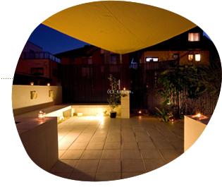 秋の庭にはLED照明がよく似合う